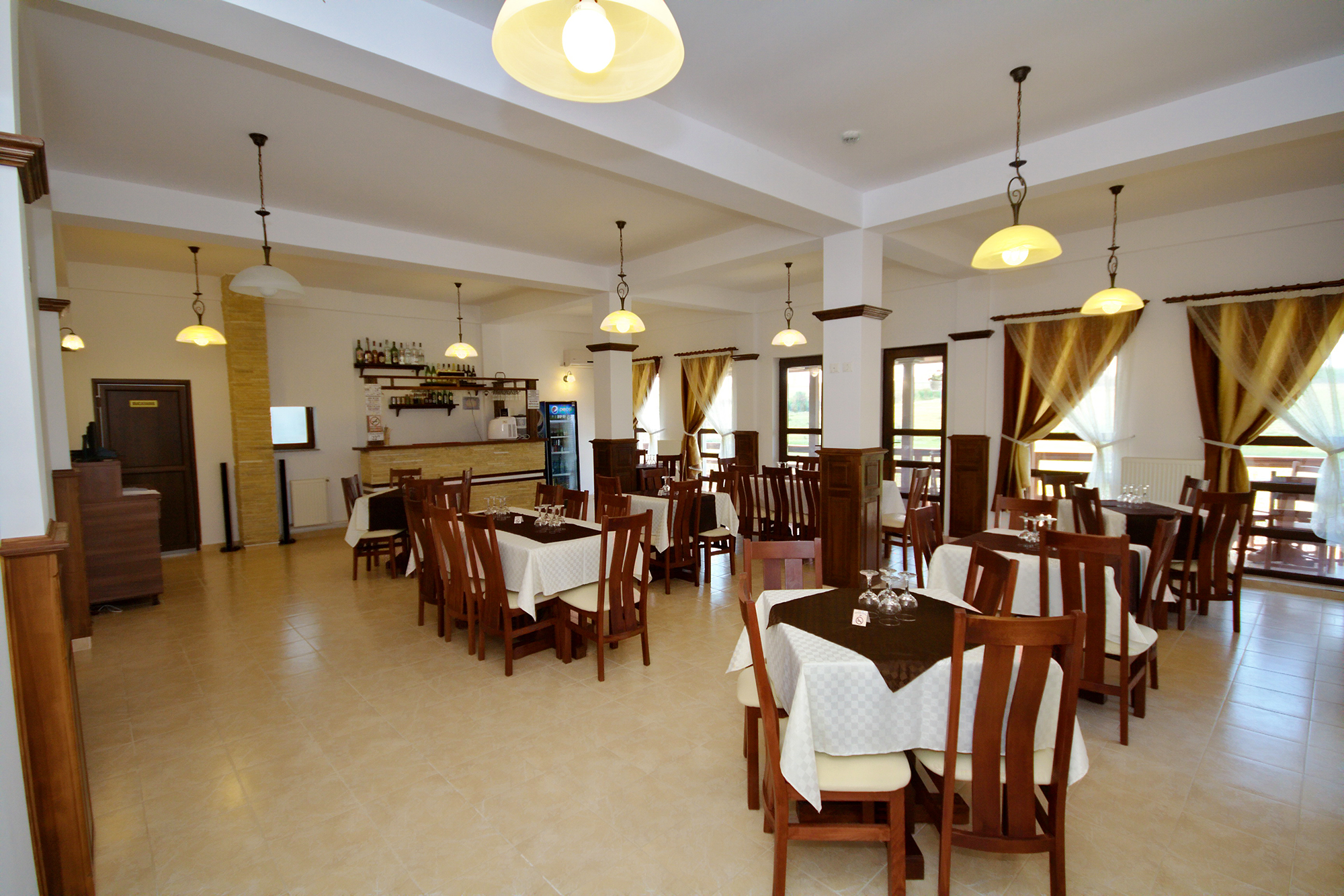 Restaurant - Pensiunea Lebada, Cazare in Delta Dunarii, Pensiune in Tulcea, Mineri (1)