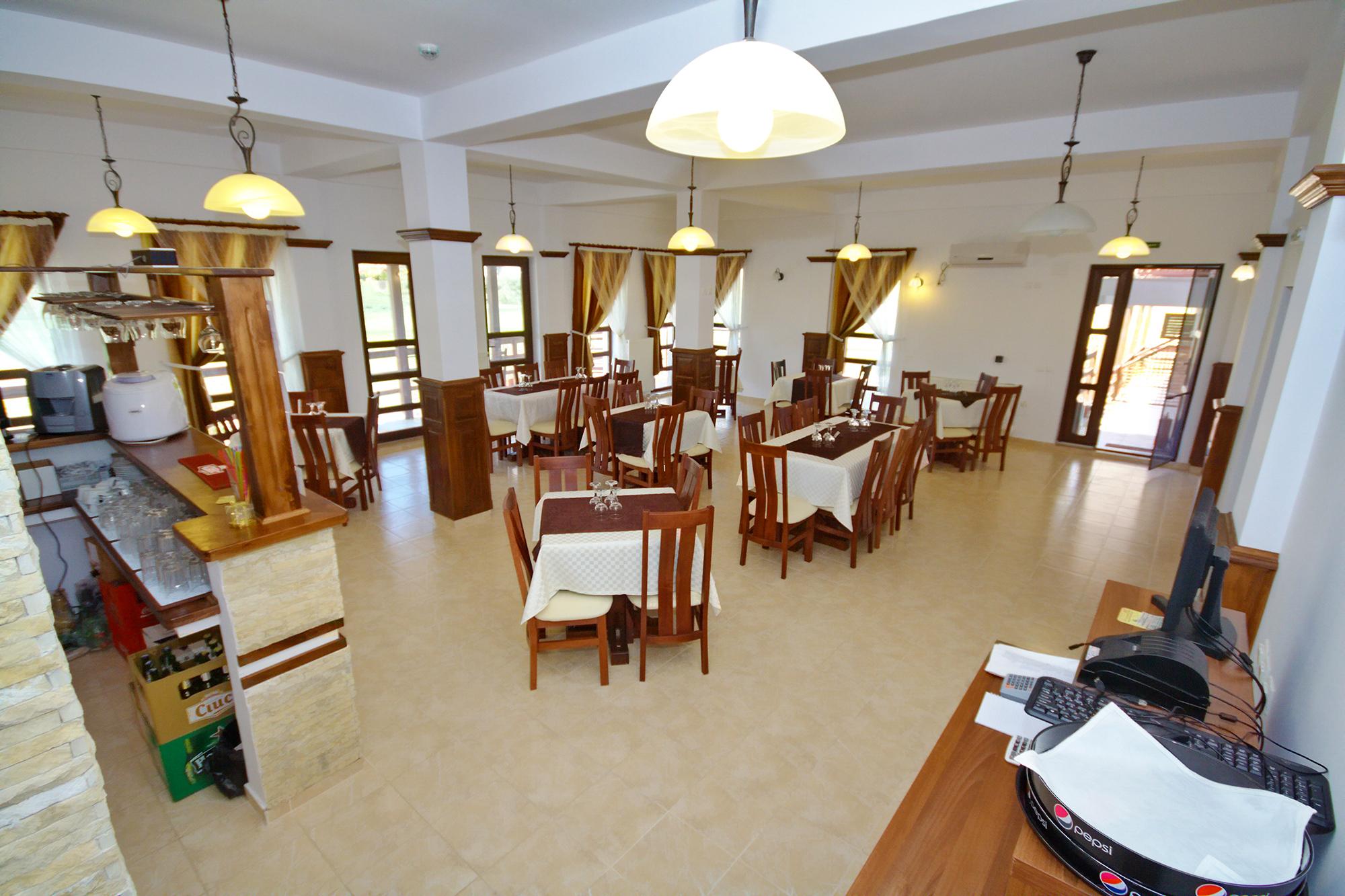 Restaurant - Pensiunea Lebada, Cazare in Delta Dunarii, Pensiune in Tulcea, Mineri (4)